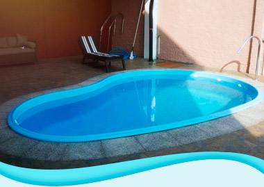 piscinas de fibra con forma de riñon
